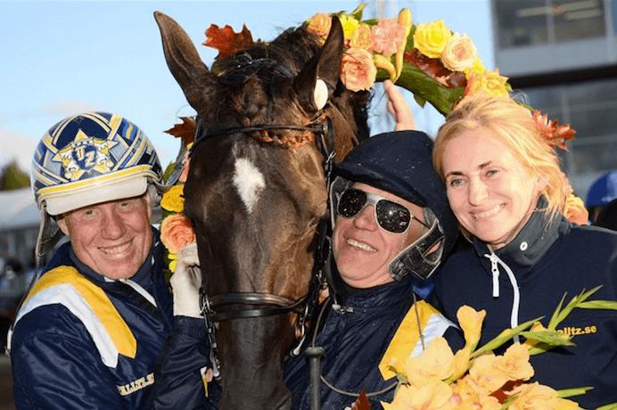 – Nuncio och ett glatt gäng efter segern i Sundsvall Open Trot