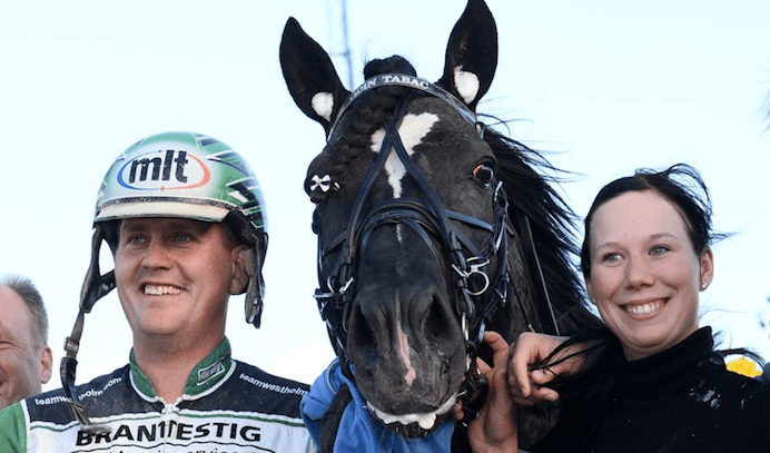 – Odin Tabac, Jörgen Westholm och skötare i segerpose